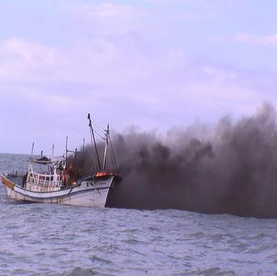 渔船机舱失火