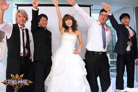 波多野结衣再度披上美幻无比的白色婚纱惊艳四座